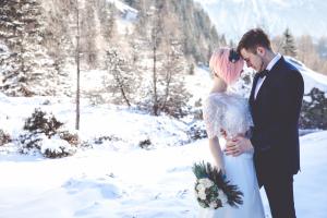 Winterhochzeit Wallis Brautpaar