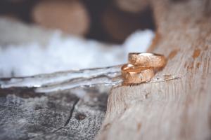 Winterhochzeit Wallis Ehe Ringe