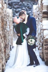 Winterhochzeit Wallis Schnee Brautpaar