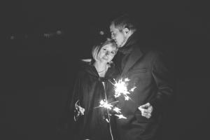 Winterhochzeit Wallis Wunderkerzen Brautpaar